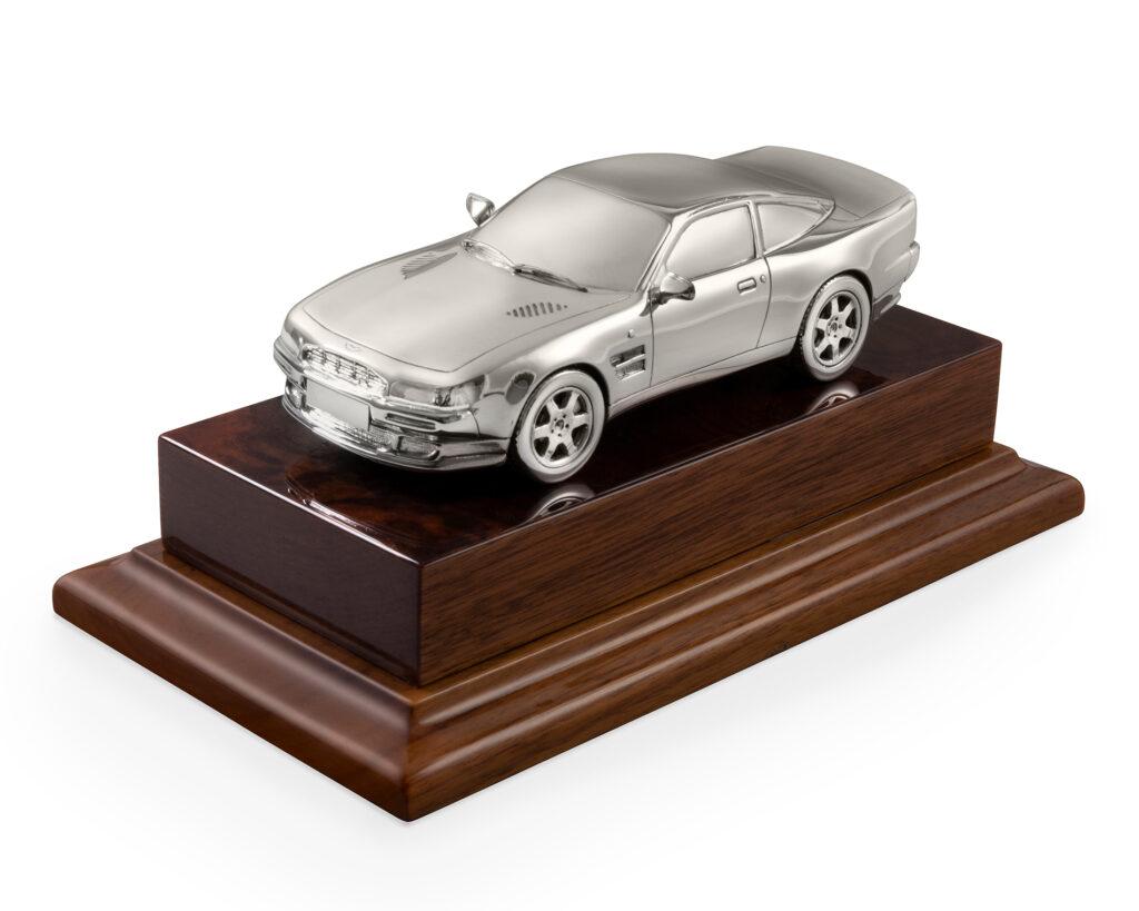 model Aston Martin 1996 V8